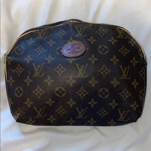 💯 Authentic Louis Vuitton make up cosmetic bag